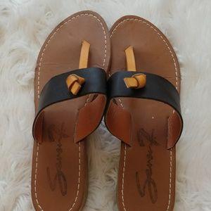 Seven7 Tan and black sandals